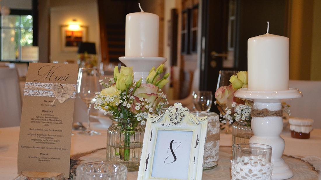 Individuelle Tischdekoration mit Kristina Krug vom Hochzeitsglück Minden