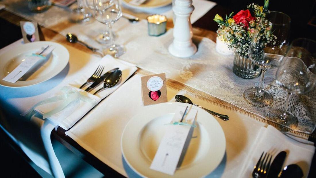 Bestecktaschen, Tischwäsche und mehr - Dekorationsverleih vom Hochzeitsglück im Umkreis Minden, Petershagen, Uchte, Schaumburg und Lübbecke