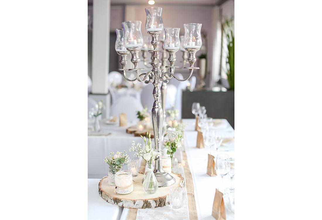 Hochzeitsdekoration vom Hochzeitsglück im Waldhotel Morhoff in Petershagen in der Nähe von Minden