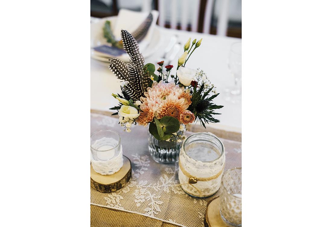Selbst gestaltete Namenskärtchen, Eukalyptuszweig, Feder & Giveaway - Hochzeitsdeko vom Hochzeitsglück aus Minden