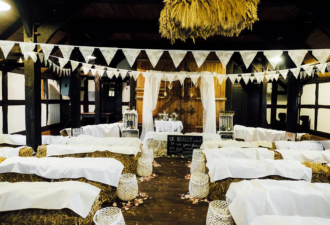 Hochzeitsdekoration zur freien Trauung auf dem Hof Frien in Uchte vom Hochzeitsglück