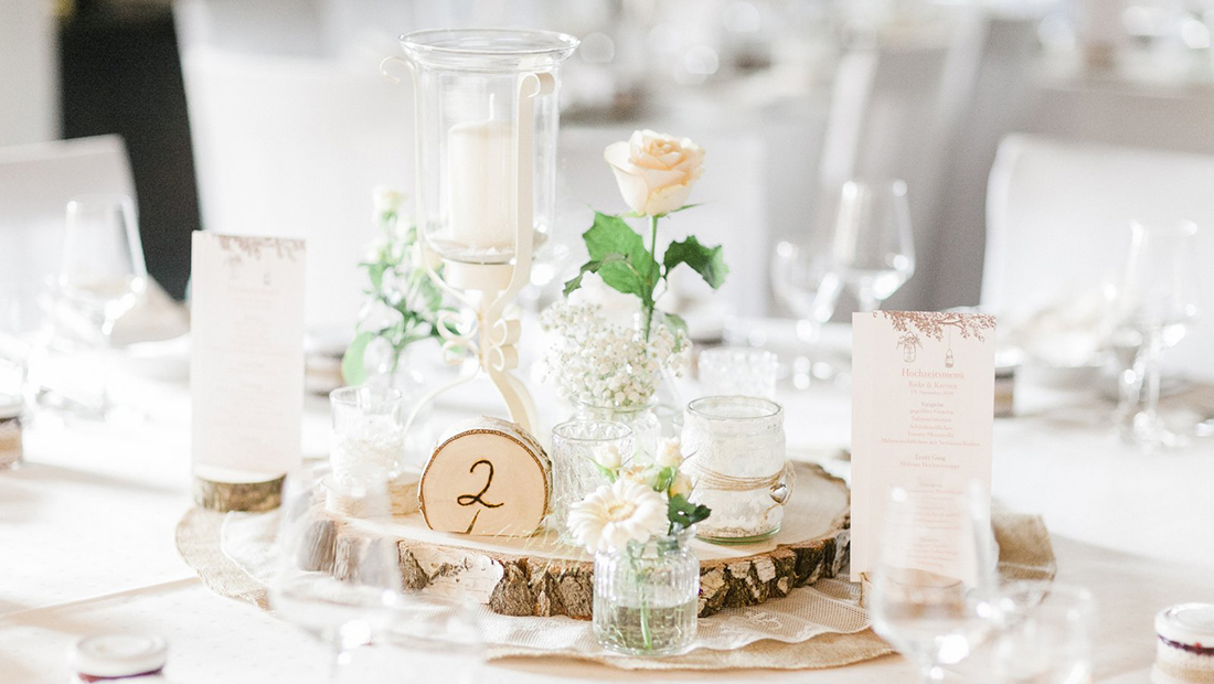 Tischzahlen, Baumscheiben, Kerzenhalter.. alles was ihr für eure Hochzeitsdekoration braucht vom Hochzeitsglück Minden