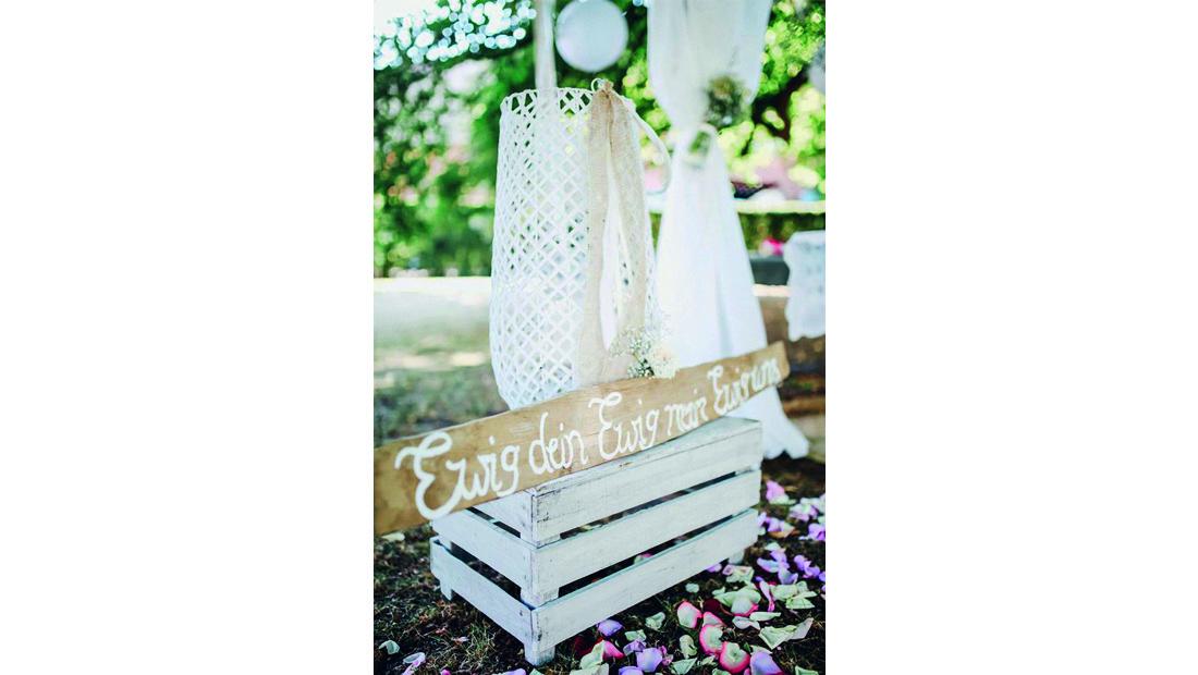 Holzschilder, Holzschriftzüge und vieles mehr für eure Hochzeitsdekoration mit Hochzeitsglück