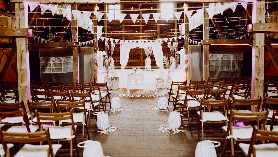 Hochzeitsglück Freie Trauung-Scheune Dekoration Minden