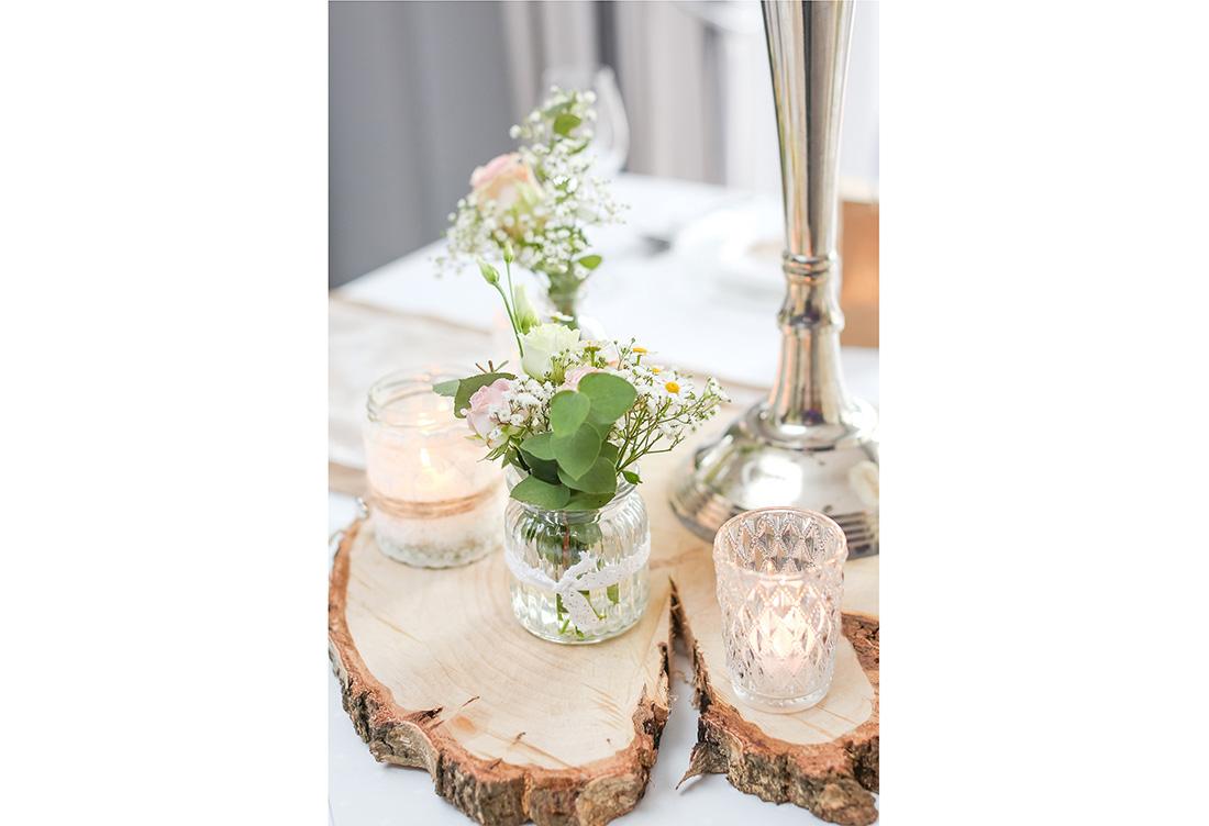 Tischdekoration vom Hochzeitsglück im Waldhotel Morhoff in Petershagen in der Nähe von Minden