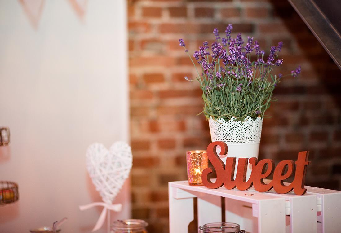 Hochzeitsdekoration vom Hochzeitsglück auf Hof Frien in der Festscheune in der Umgebung Uchte, Minden und Petershagen