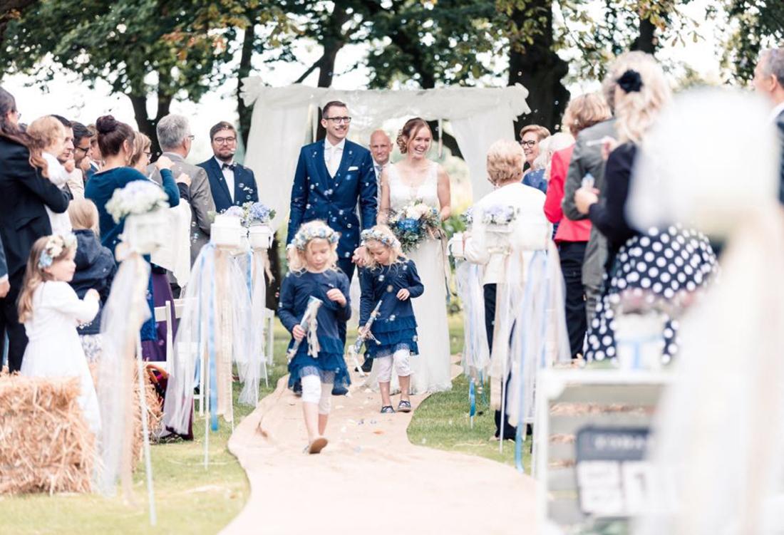 Freie Trauung Alte Schule bei Uchte - Hochzeitsdeko von Hochzeitsglück Minden