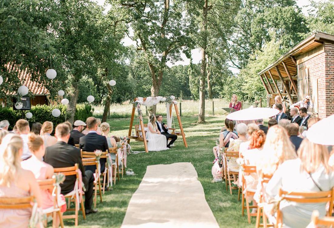 Freie Trauung Gerhannfors Hof - Hochzeitsdeko von Hochzeitsglück Minden