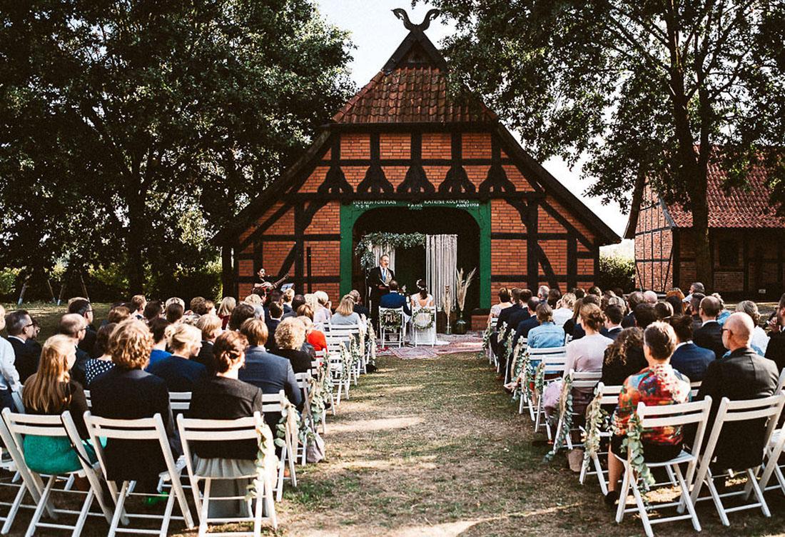 Freie Trauung Hof Frien mit Vintage- und Boho-Elementen Hochzeitsdekoration vom Hochzeitsglück bei Uchte im Raum Minden