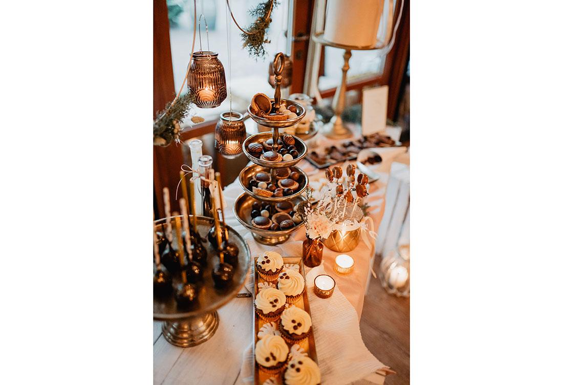 Winterhochzeit – warmen Erdtönen & Goldakzenten – Hochzeitsdekoration vom Hochzeitsglück aus Minden